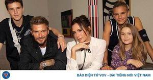 Victoria Beckham mặc đồ thanh lịch ra mắt bộ sưu tập mới tại Tuần lễ thời trang London
