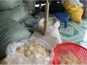 Bác sĩ nói về những nguy hiểm của bao cao su tái chế