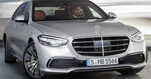 Mercedes-Benz S-Class 2021 chốt giá sốc khi so với BMW 7-Series và Audi A8
