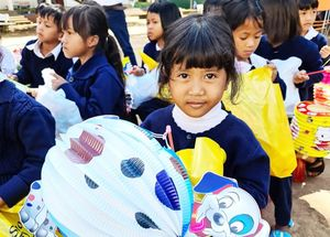 Hàng ngàn phần quà Trung thu tặng trẻ khiếm thính, vùng sâu