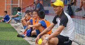 Thăm học viện CV9, Công Vinh mơ đào tạo nhiều tài năng nước ngoài cho tuyển Việt Nam