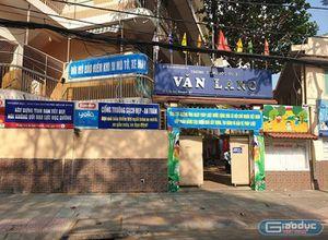 Giáo viên trường trung học cơ sở Văn Lang chưa nhận được lương tháng 9