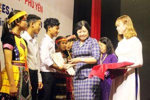 Trao học bổng Vallet cho học sinh, sinh viên Bình Định, Phú Yên và Gia Lai