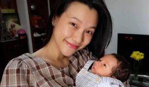 Hoàng Oanh hạnh phúc khoe ảnh đầy tháng của con trai