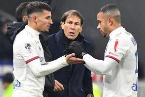 Barca và Arsenal hết hy vọng mua cầu thủ Lyon