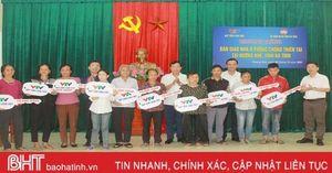 Bàn giao nhà chống thiên tai cho người nghèo Hà Tĩnh
