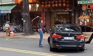 Bị thanh niên đập ôtô BMW, nữ tài xế tông xe 'trả thù' gây náo loạn ở Sài Gòn