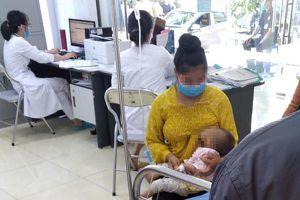 Bé 2 tháng tử vong, 3 trẻ khác nhập viện sau tiêm vắc xin 5 trong 1