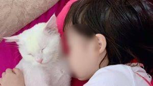 Bé gái thắt cổ tự tử vì học theo clip trên mạng