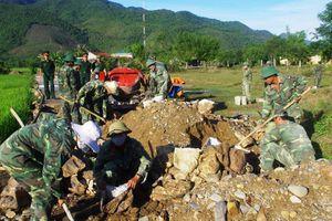 Lực lượng vũ trang Quân khu 5 đón nhận Huân chương Bảo vệ Tổ quốc hạng nhất