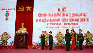 Quân khu 5 kỷ niệm 75 năm ngày truyền thống, đón nhận Huân chương Bảo vệ Tổ quốc hạng nhất