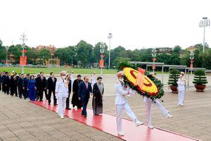 Lãnh đạo Đảng và Nhà nước, đại biểu Quốc hội vào Lăng viếng Chủ tịch Hồ Chí Minh
