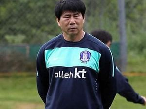 Thầy Park tiến cử HLV thủ môn người Hàn Quốc cho VFF