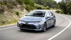 Giá xe ô tô hôm nay 27/10: Toyota Corolla Altis thấp nhất 733 triệu đồng