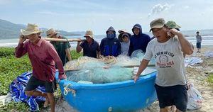 Đà Nẵng: Ra tối hậu thư di dời dân để tránh bão số 9