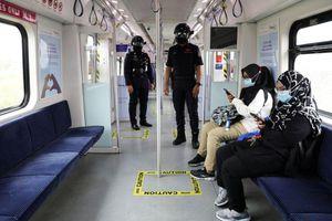 COVID-19 tại ASEAN hết 27/10: Toàn khối trên 22.000 ca tử vong; Malaysia cách ly 10.000 cảnh sát