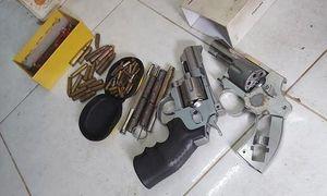 Bắt thanh niên tàng trữ ma túy, phát hiện 'kho' súng đạn