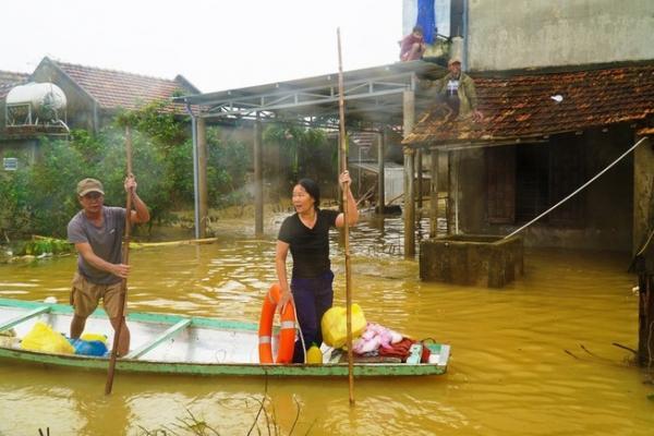 Hỗ trợ khẩn cấp 540.000 USD cho phụ nữ và trẻ em gái vùng lũ lụt