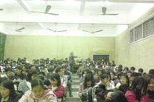 Lớp tiếng Anh 'học nghèo'