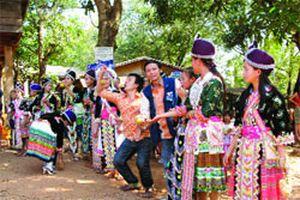 Chàng trai Việt kể sử… Lào