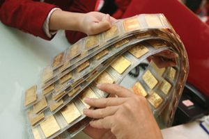 Có nên bán vàng dự trữ để bình ổn ?