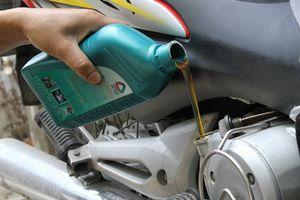 Vì sao xe máy ít đi vẫn phải thay dầu?