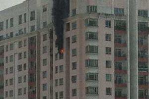Cháy lớn ở chung cư Phúc Thịnh, hàng trăm người hoảng hốt