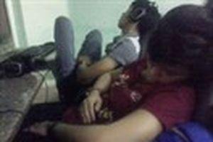 'Cày game' thâu đêm ở Làng đại học