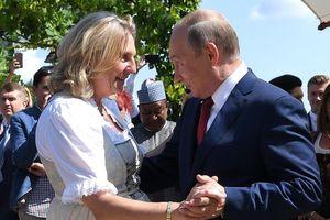 Tổng thống Putin làm khách VIP trong hôn lễ ngoại trưởng Áo