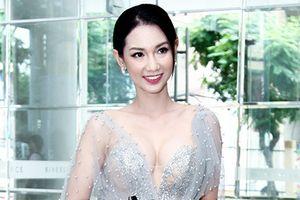 Quỳnh Chi khoe 'vòng một' căng tròn ra mắt Cùng nhau tỏa sáng 2016