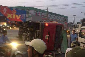 Ninh Bình: Xe khách 29 chỗ bị xe tải húc lật ngiêng