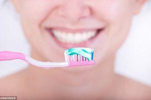Nha sĩ bật mí cách chọn kem đánh răng an toàn