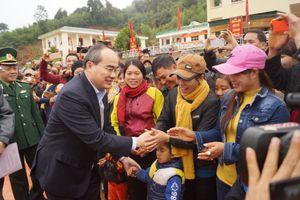 Đồng chí Nguyễn Thiện Nhân thăm, chúc Tết Đồn BPCK Lóng Sập