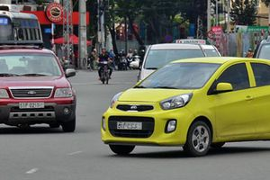 Grab,Uber và taxi truyền thống: Ai khổ vì ai!