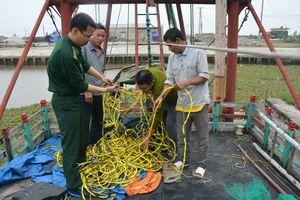 Xử phạt tàu cá dùng kích điện khai thác thủy, hải sản trái phép