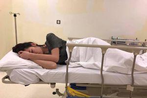 Á hậu Tú Anh nhập viện khâu 7 mũi vì ngã rách cằm