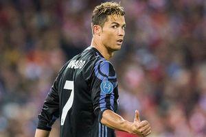 Ronaldo lập cú đúp, Real chạm một tay vào chức vô địch La Liga