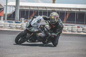 Siêu môtô Kawasaki phong cách Captain America ở VN