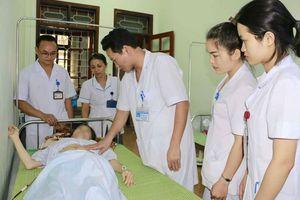 4 nhân viên y tế hiến máu cứu sống sản phụ bị đờ tử cung sau sinh