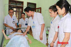 Nhân viên Y tế hiến máu cứu sống sản phụ bị sốc mất máu nặng sau sinh