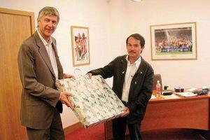 Bầu Đức và canh bạc dang dở với Arsenal