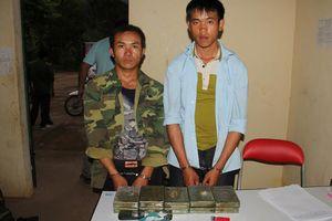 Hai đối tượng mang 10 bánh heroin vào Việt Nam tiêu thụ