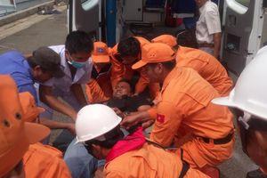 Cứu nạn thuyền viên Indonesia nghi bị vỡ ruột thừa trên biển