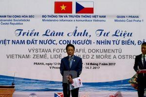 Triển lãm ảnh về chủ quyền biển đảo Việt Nam tại Cộng hòa Czech
