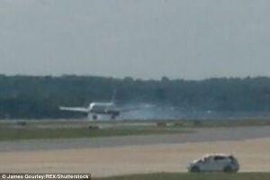 Nổ lốp sau khi cất cánh, máy bay hạ cánh khẩn cấp