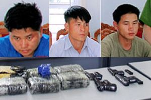Bắt 3 người mang 4 khẩu súng cùng 36.000 viên ma túy