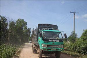 Thừa Thiên Huế: Xe quá tải cày nát đường làng, ô nhiễm... khiến dân khổ sở