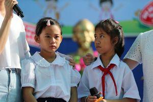 Chạm vào ước mơ: Ngày khai giảng, ba chị em mồ côi đến trường đi học