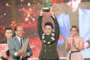 Bản sao Hoài Linh trở thành quán quân Cười xuyên Việt 2017