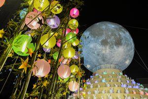 Giới trẻ chen chân xem 'siêu trăng'